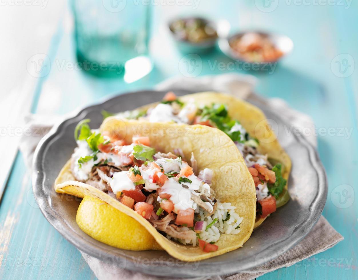 authentieke Mexicaanse carnitas-taco's foto