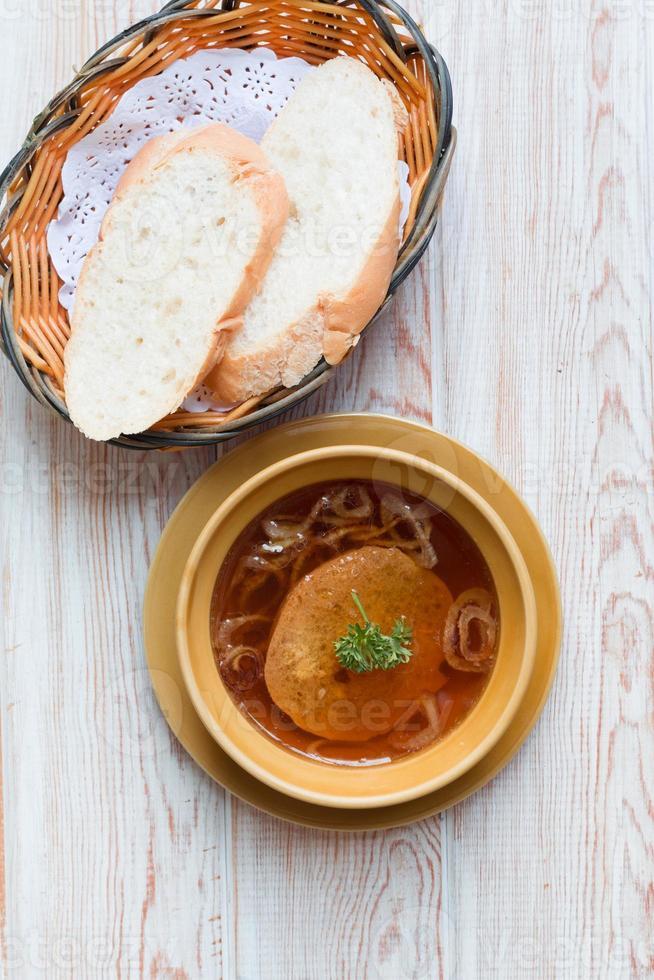 Franse ui gegratineerde soep foto