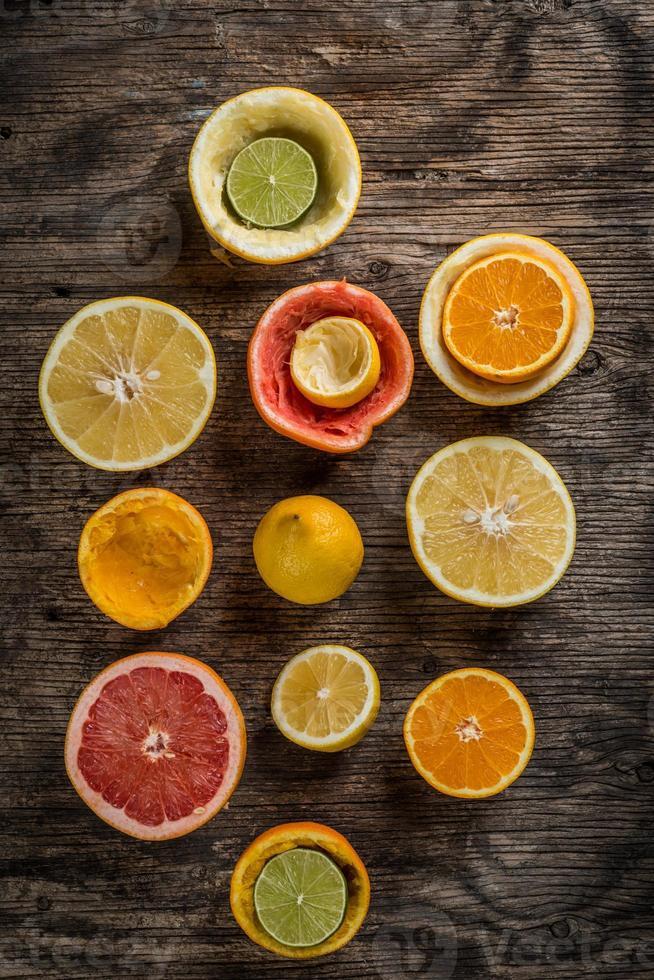 set van gesneden citrusvruchten foto