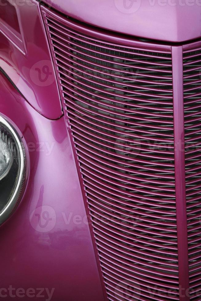 roodgloeiende antieke auto grill foto