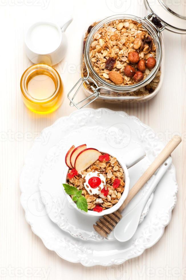 muesli-ontbijt. bovenaanzicht foto
