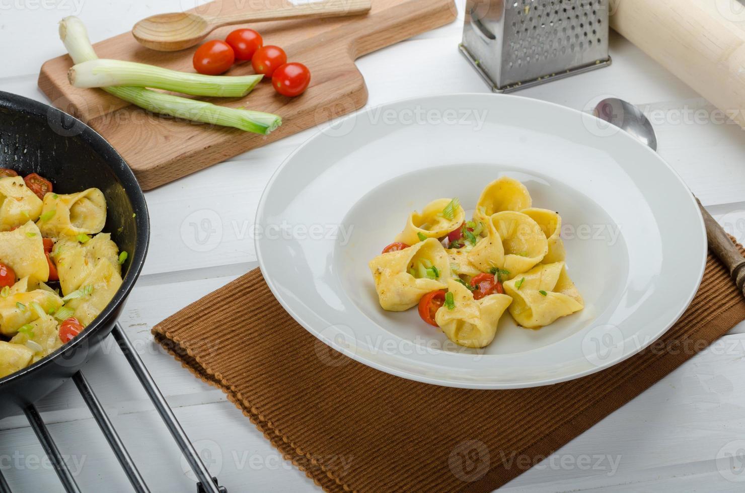 zelfgemaakte tortellini foto
