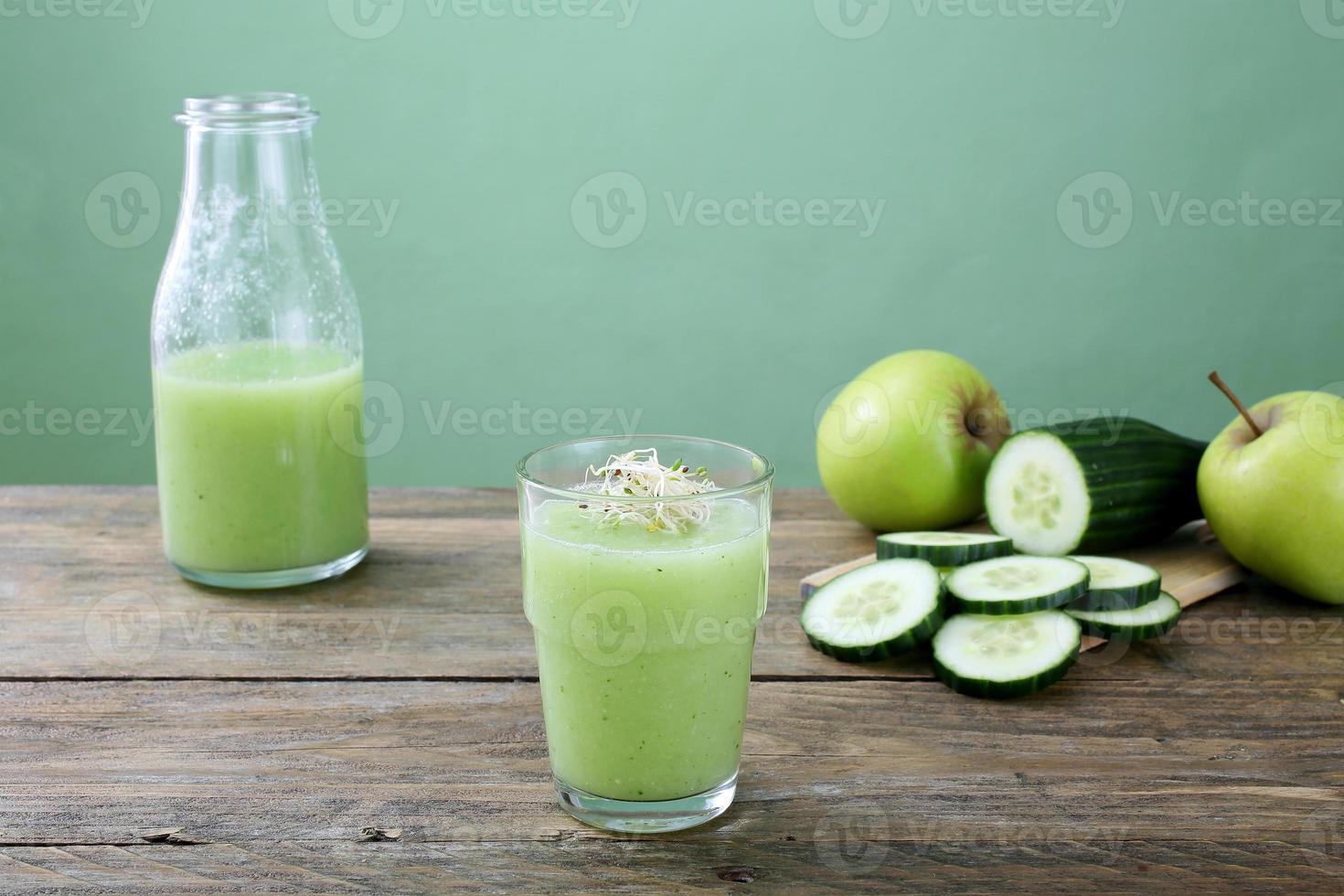groene smoothie appel en komkommer foto
