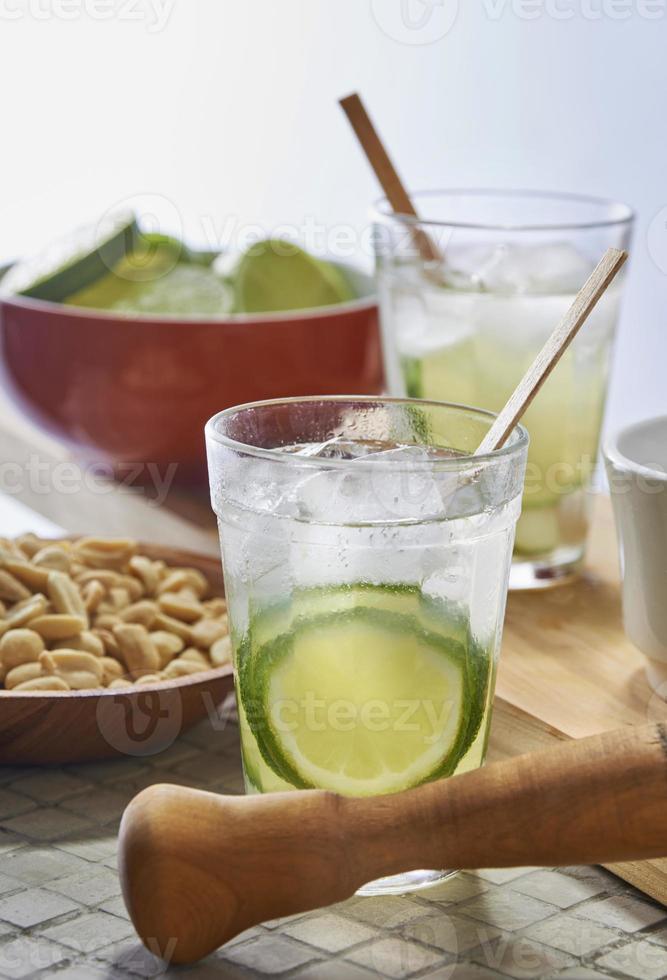 traditionele Braziliaanse drank caipirinha foto