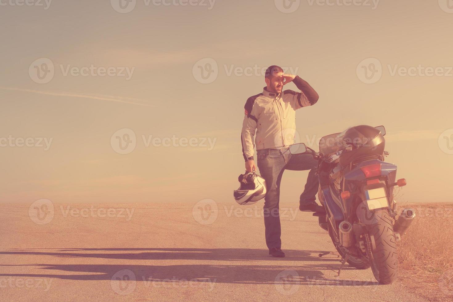 fietser achter de zon foto