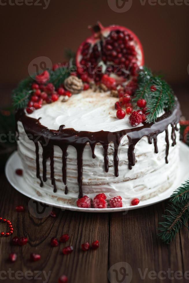 heerlijke taart met slagroom en chocolade foto