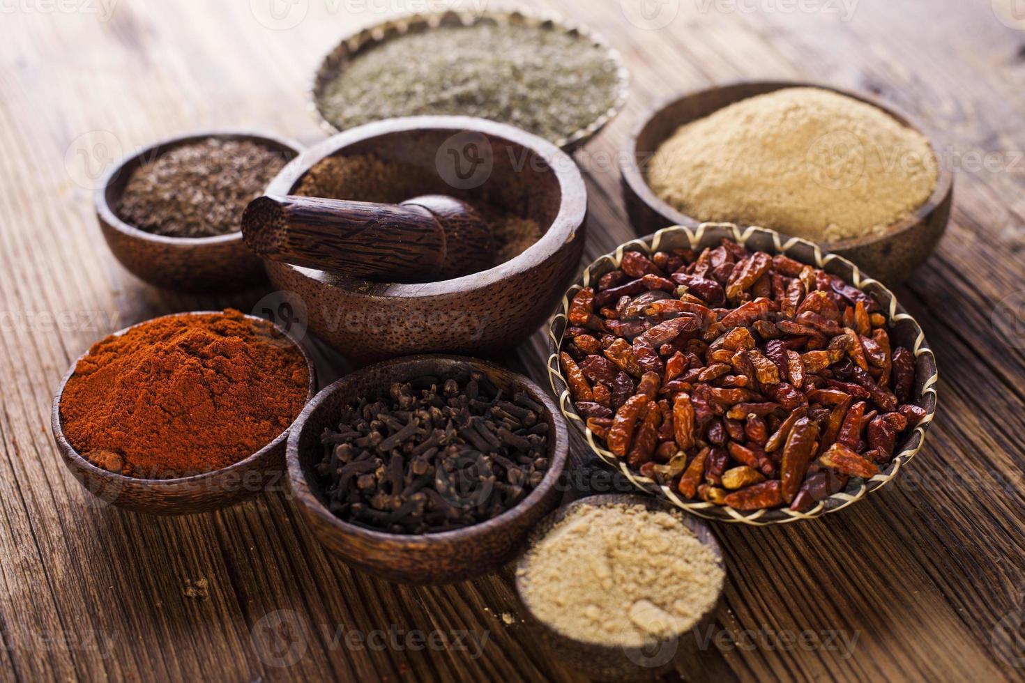 naadloze textuur met specerijen en kruiden foto