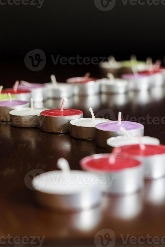 foto van kaarsen op zwarte achtergrond