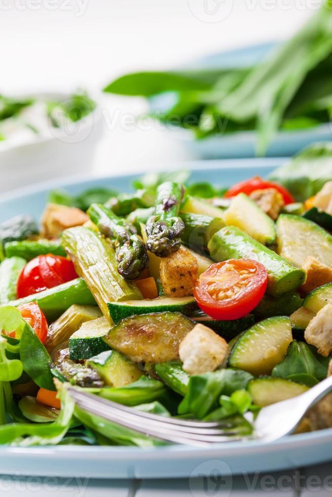 salade met gegrilde groene asperges foto