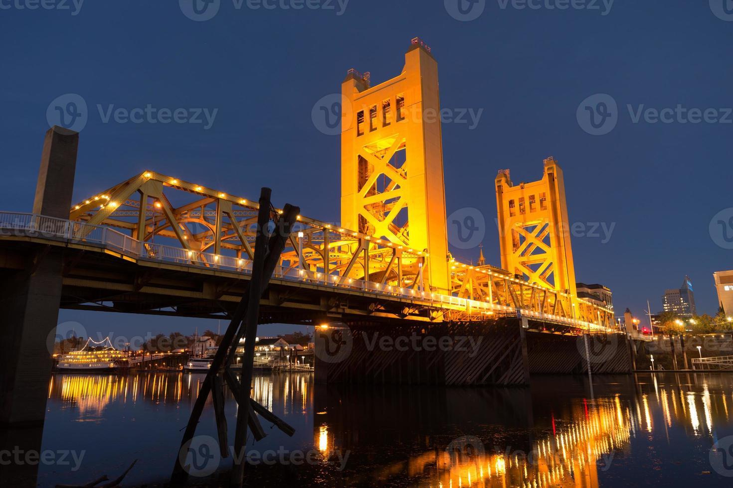 Tower Bridge Sacramento rivier hoofdstad Californië skyline van het centrum foto