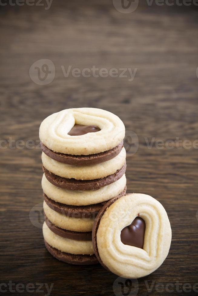 kruimelige zandkoek met chocoladevulling foto