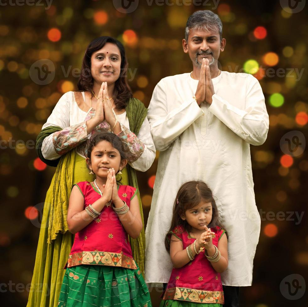 Indiase familiegroet op diwali foto