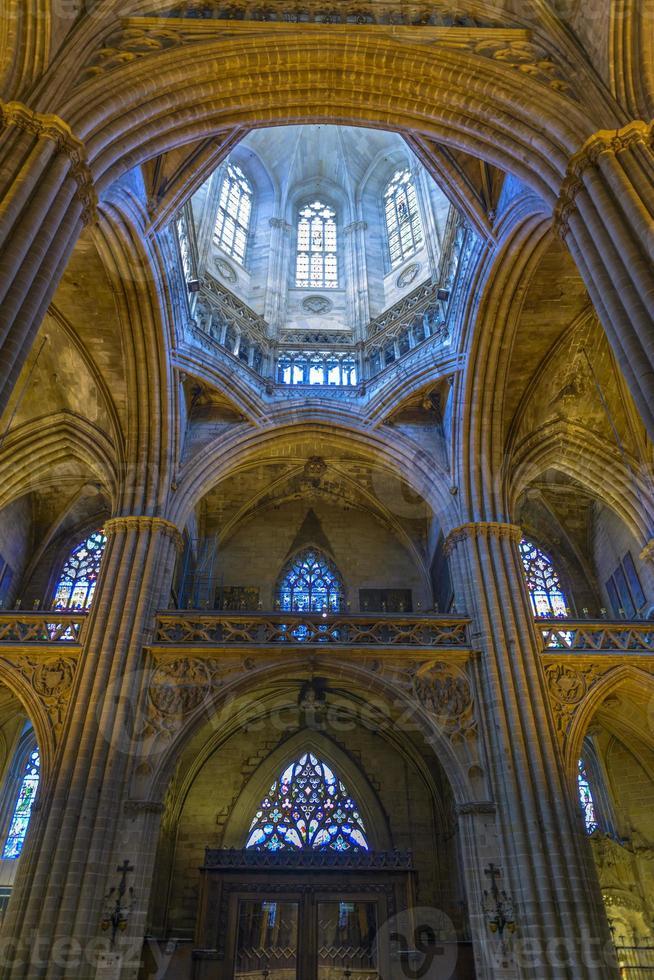 kathedraal van barcelona interieur, catalonië, spanje foto