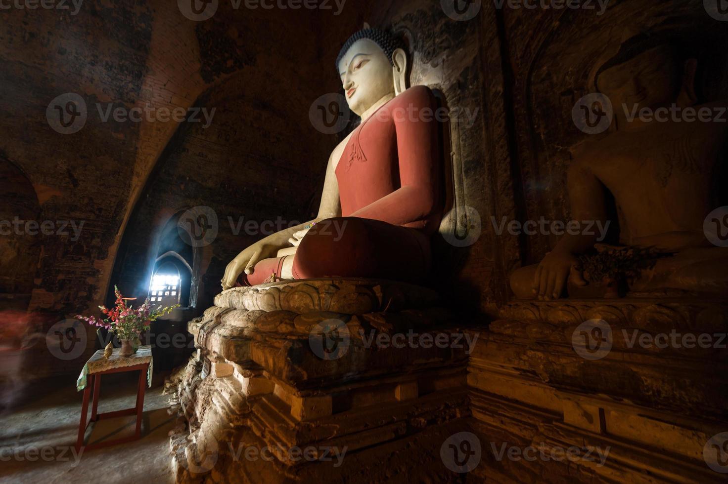 Boeddhabeeld in Bagan Mandalay, Myanmar foto