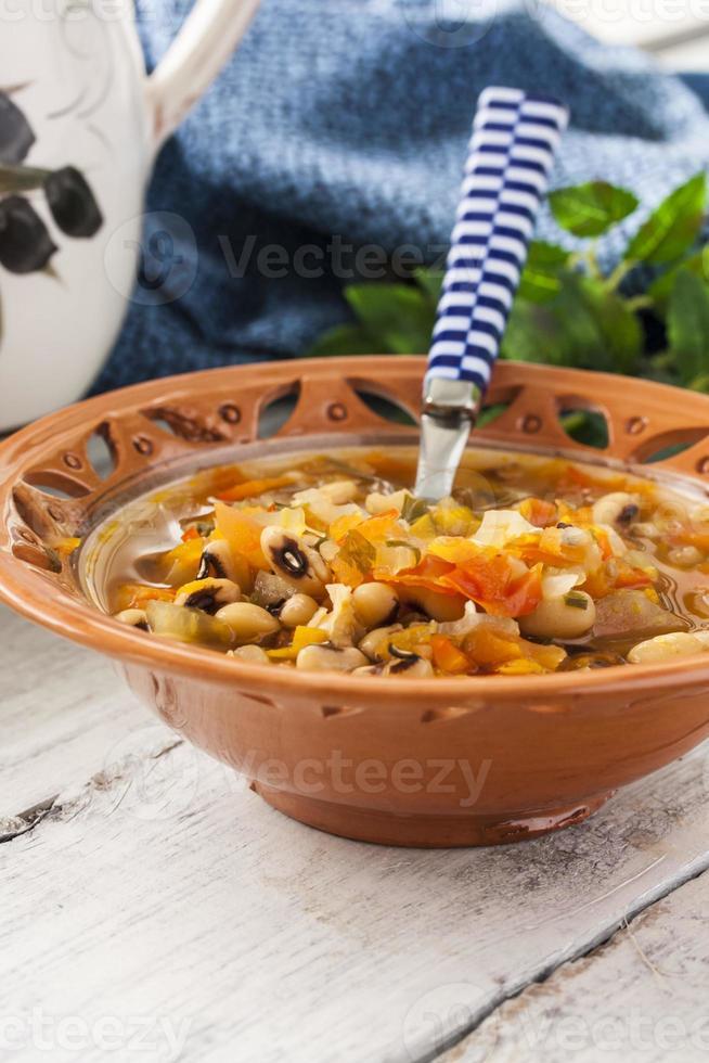 dikke soep met bonen en groenten foto