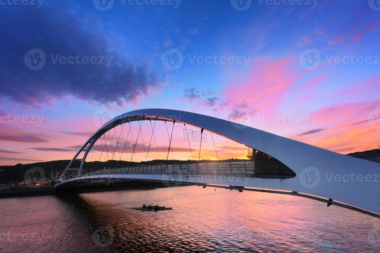 plentzia brug bij zonsondergang foto