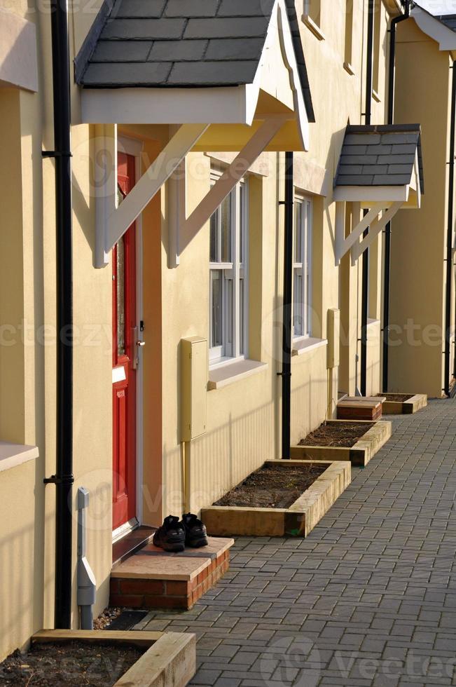 rij van nieuw gebouwde moderne Engelse huizen. foto