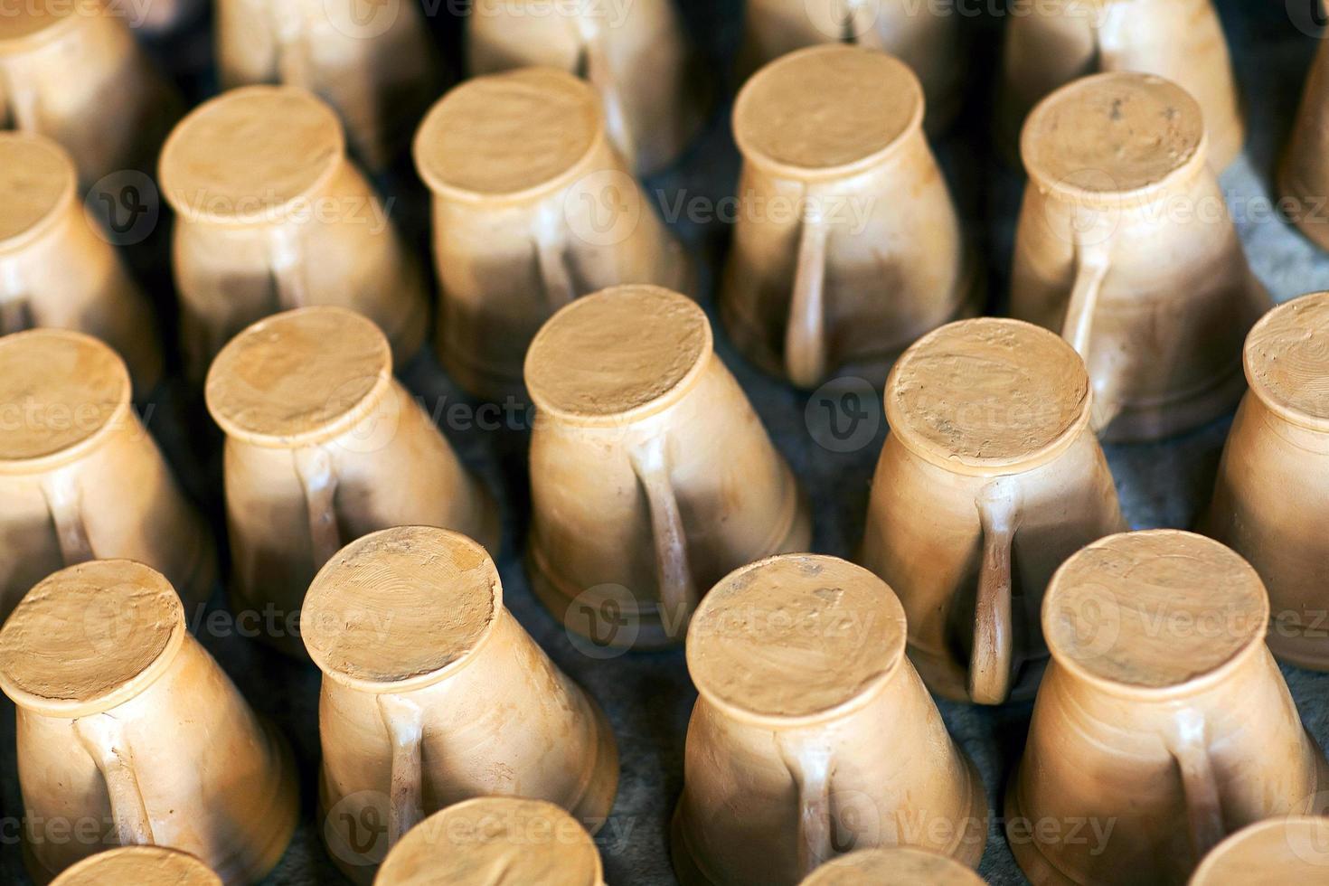 veel rauwe aarden potten foto