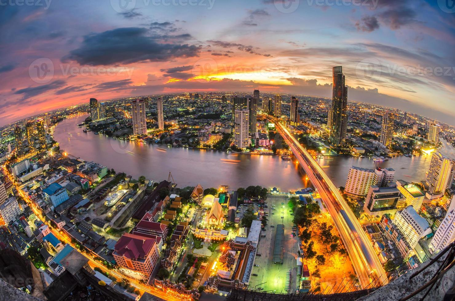 bangkok stad bij zonsondergang foto