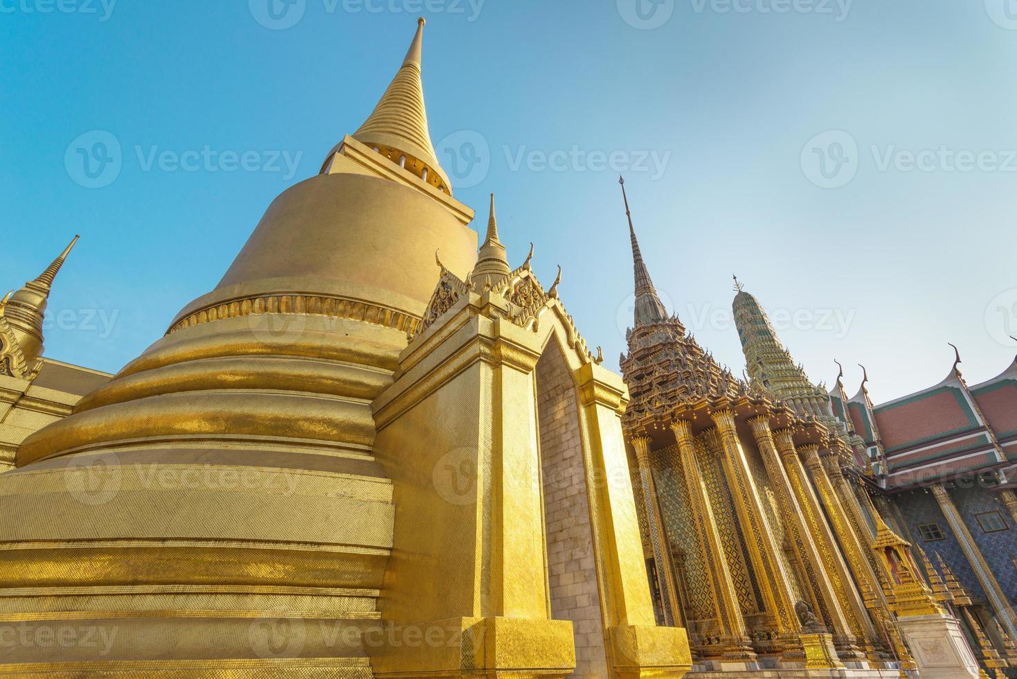 bij phra kaeo, tempel van de smaragdgroene Boeddha, bangkok thailand. foto