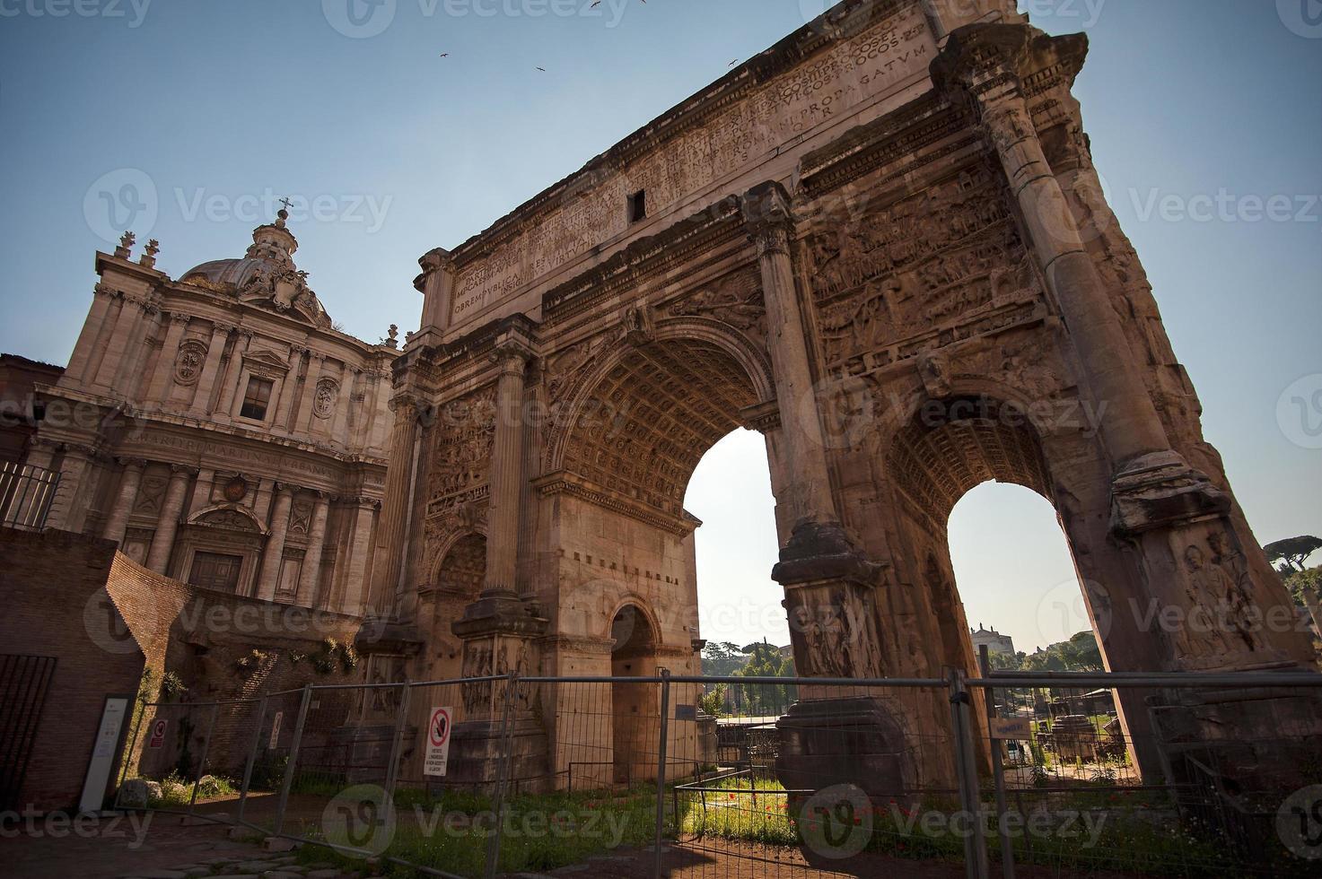Forum Romanum, boog van Tito - Rome, Italië foto