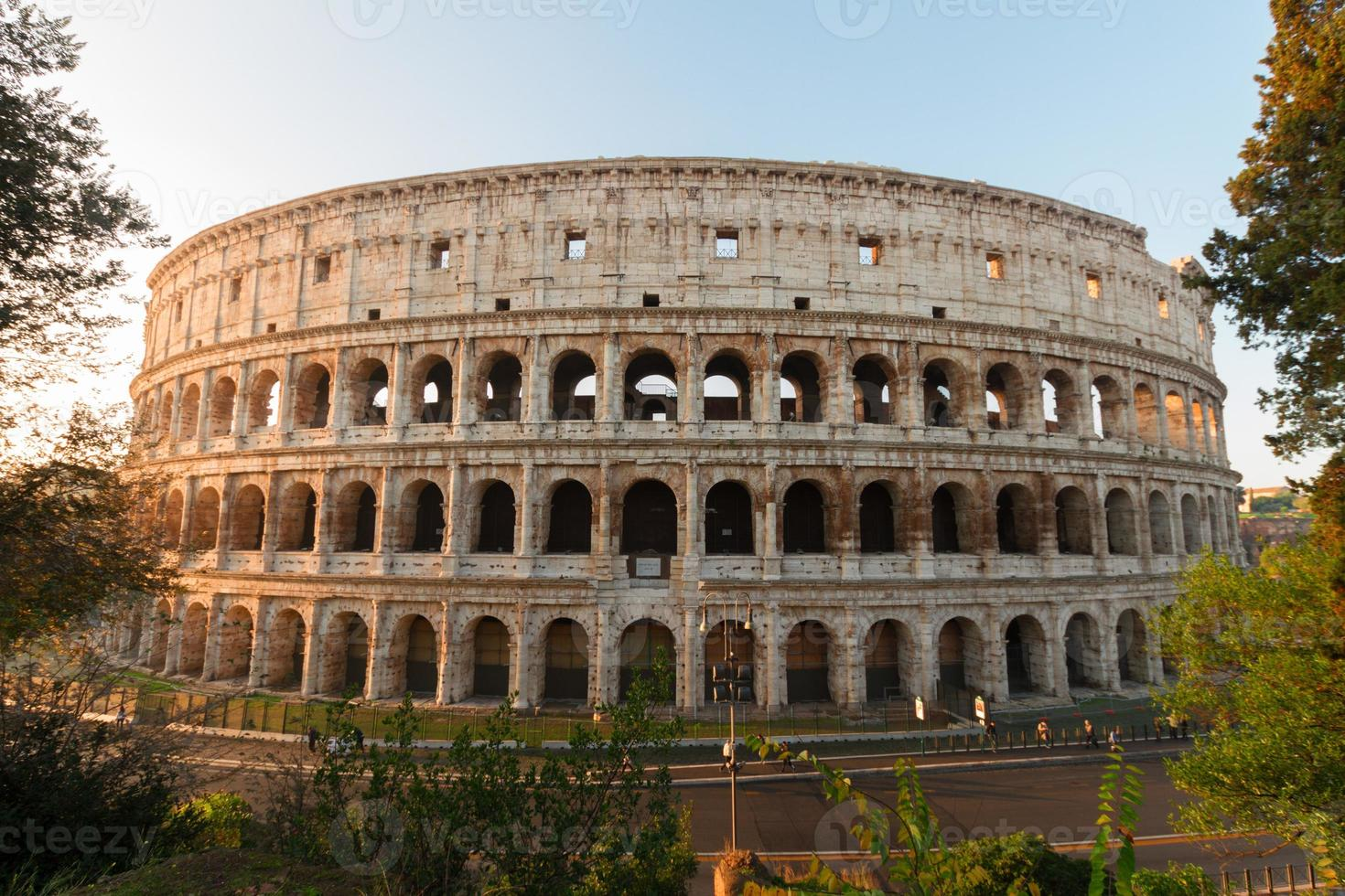 colosseum bij zonsondergang in rome, Italië foto