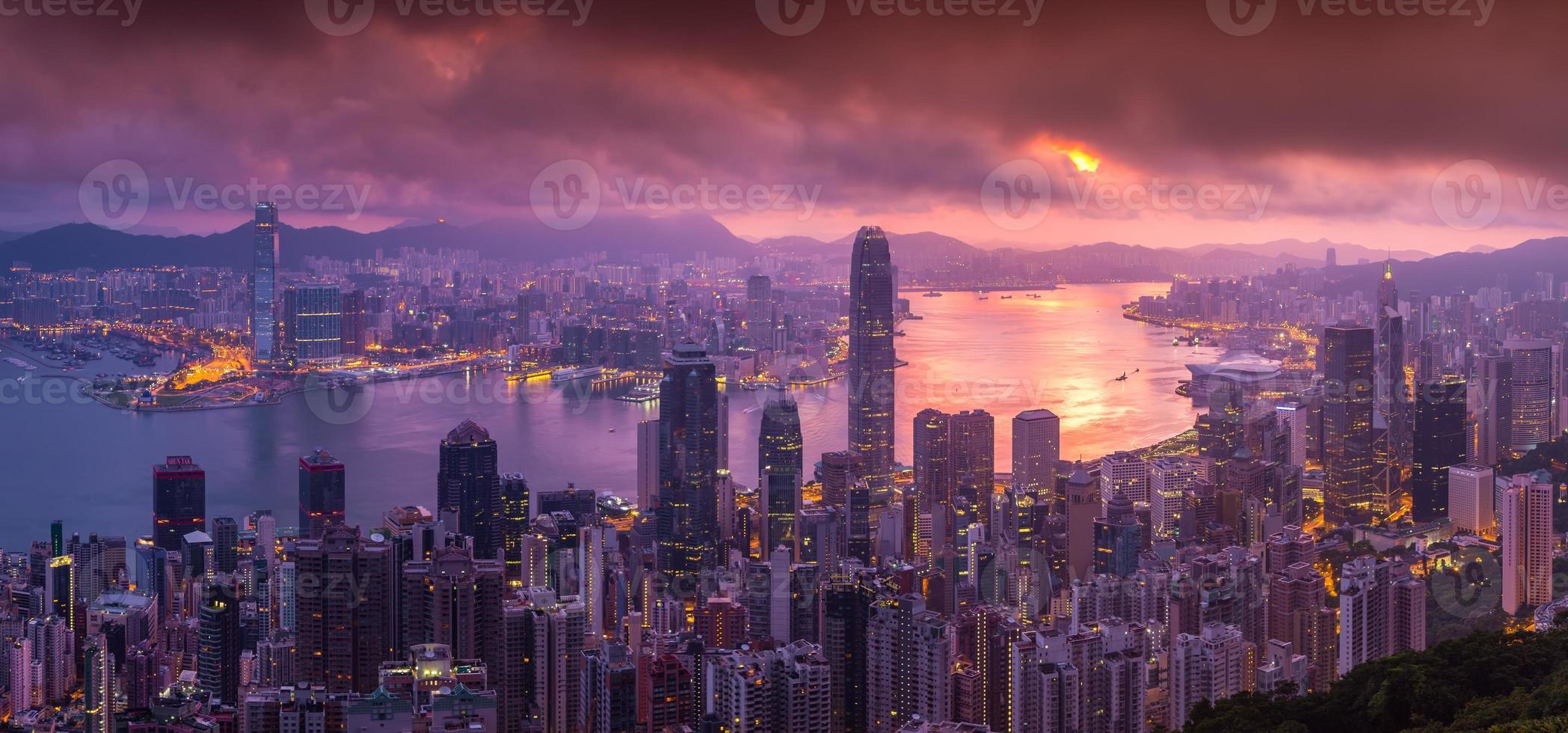 luchtfoto panorama van de skyline van hong kong van victoria peak foto