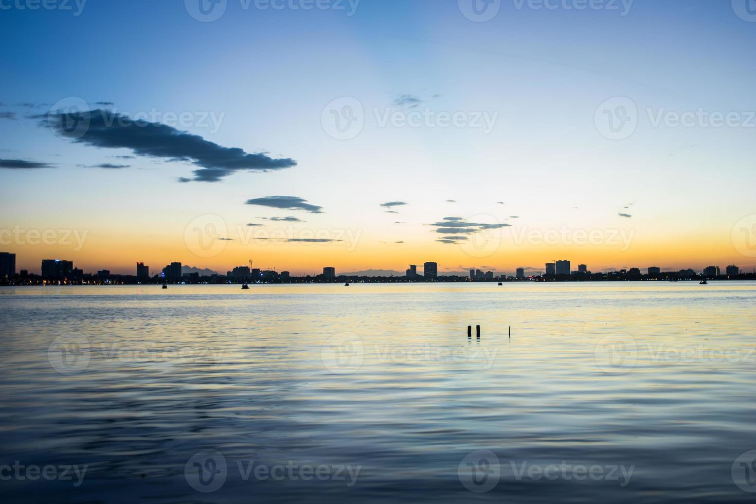 zonsondergang in Hanoi foto
