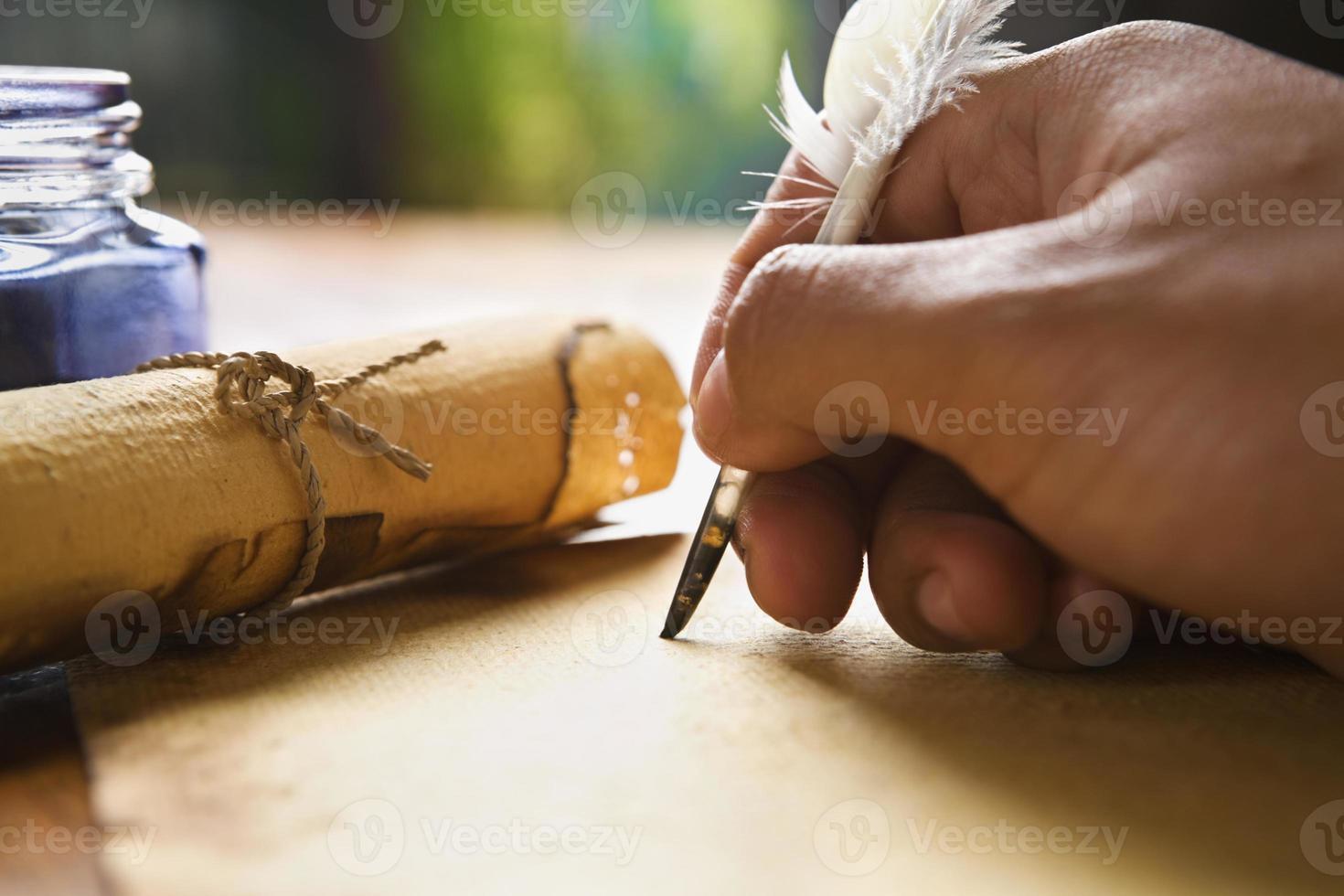 hand schrijven met ganzenveer foto