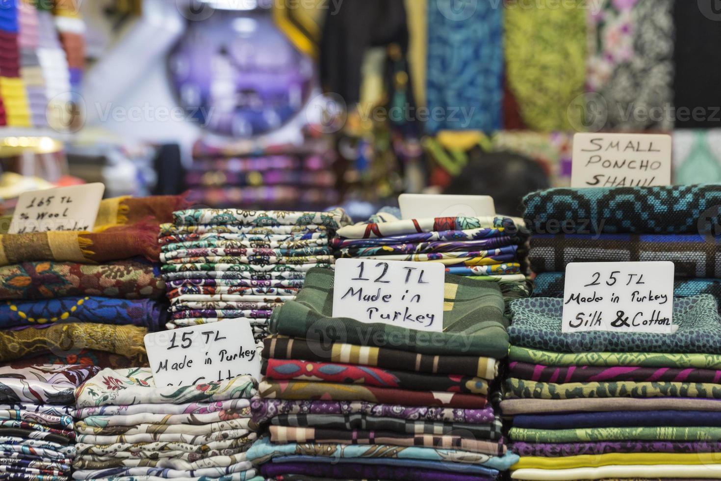 marktkraam met Turkse ambachten op de grote bazaar in istanbul, foto