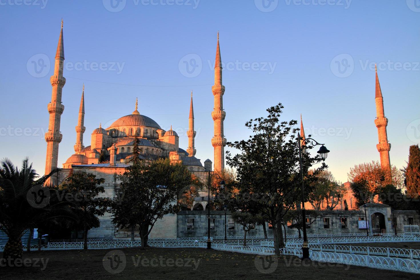 blauwe moskee bij zonsopgang, istanbul foto