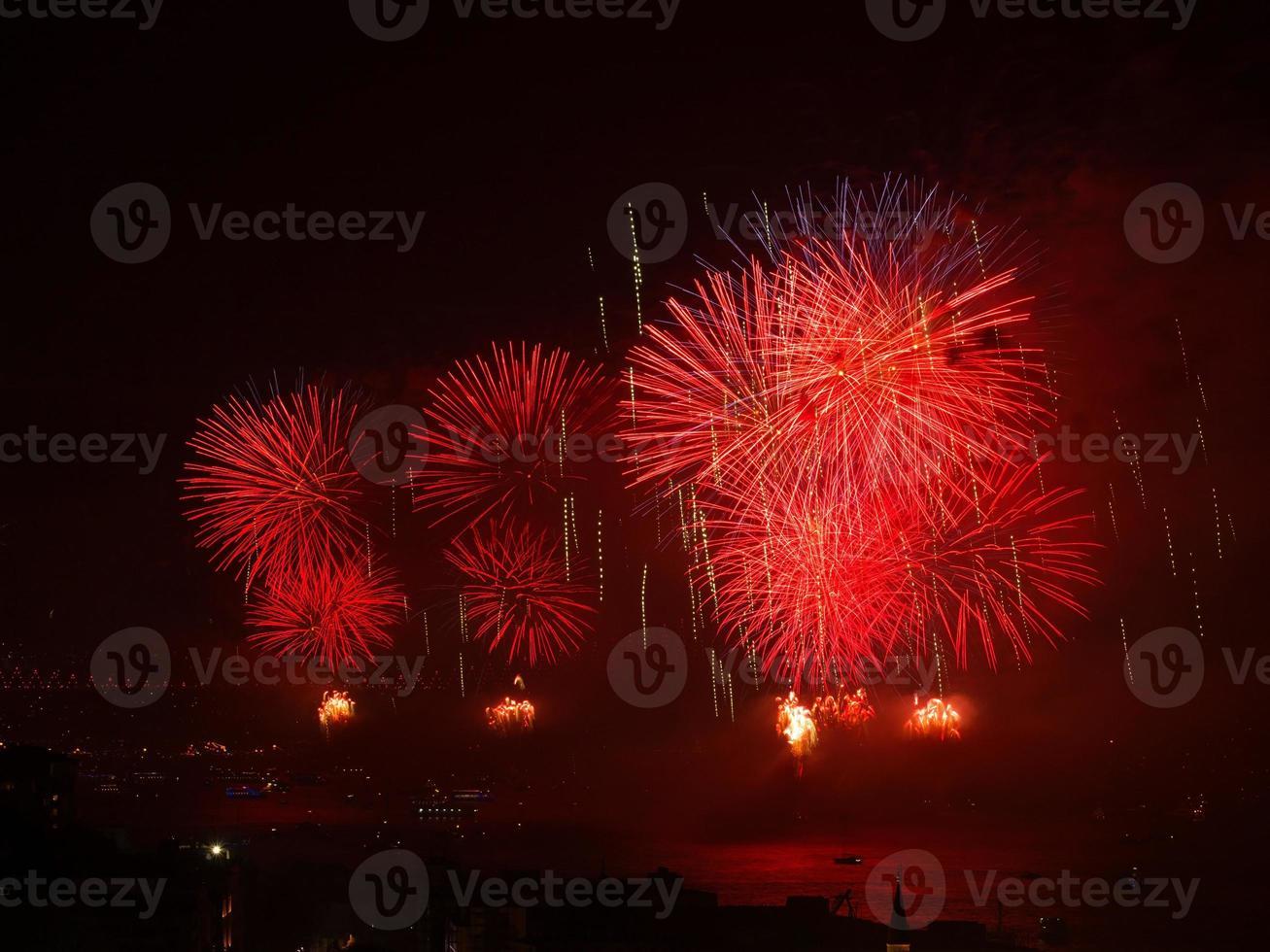 viering van het rode vuurwerk van de turkse republiek foto