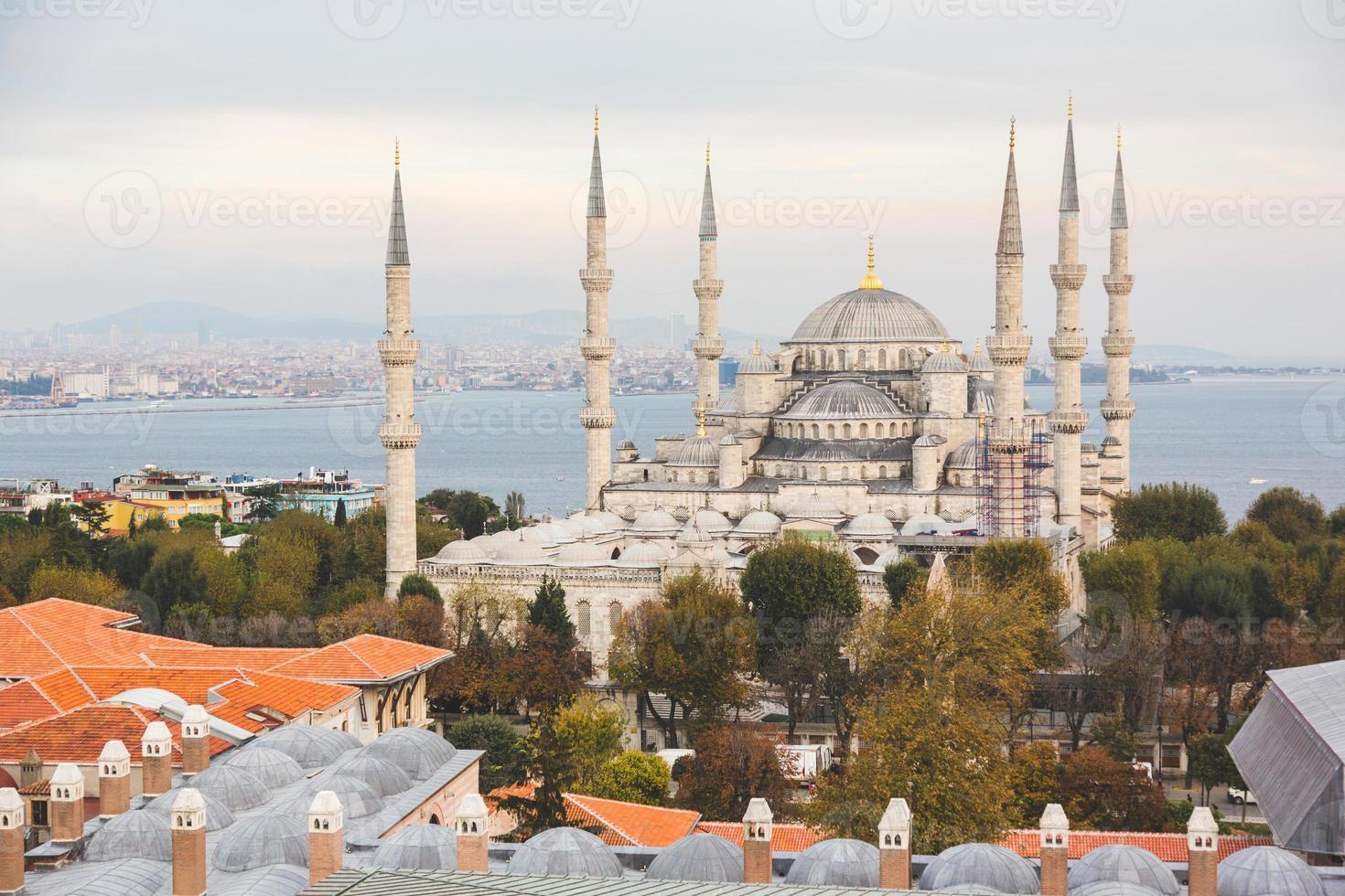 luchtfoto van de blauwe moskee in istanbul foto