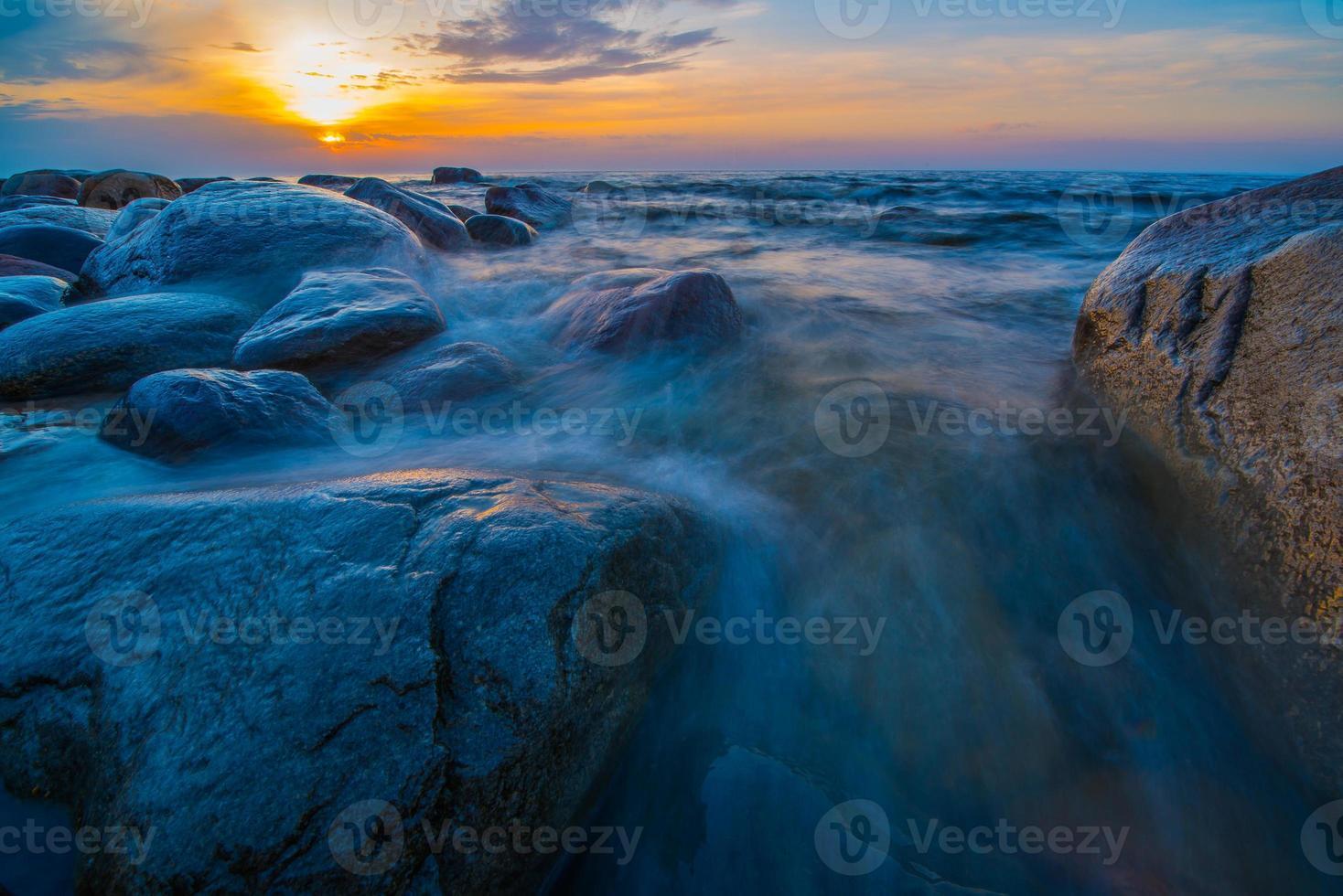 zonsondergang zee foto