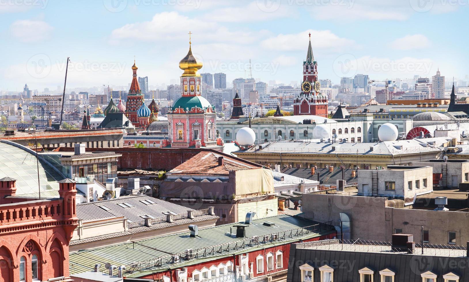 de skyline van de stad van Moskou met kremlin foto