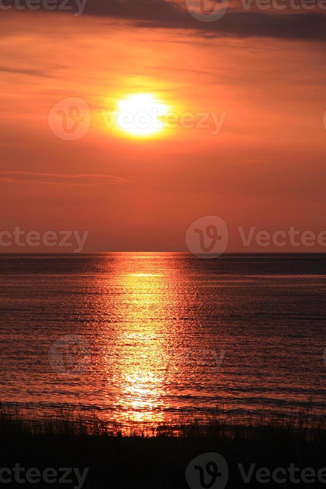 zee en zonsondergang foto