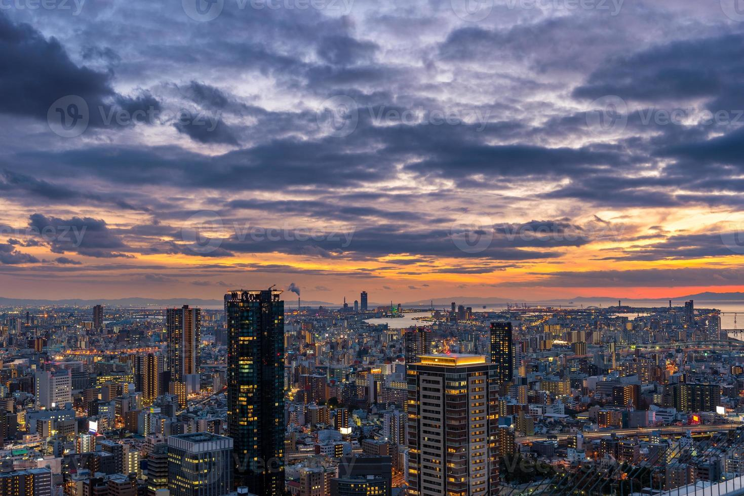 zonsondergang over Osaka foto