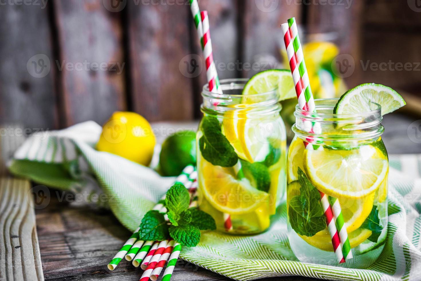 water met citrus foto