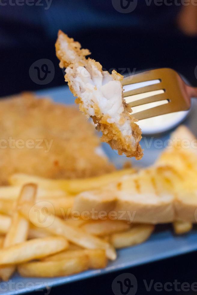 gebakken vis met grove chips. foto