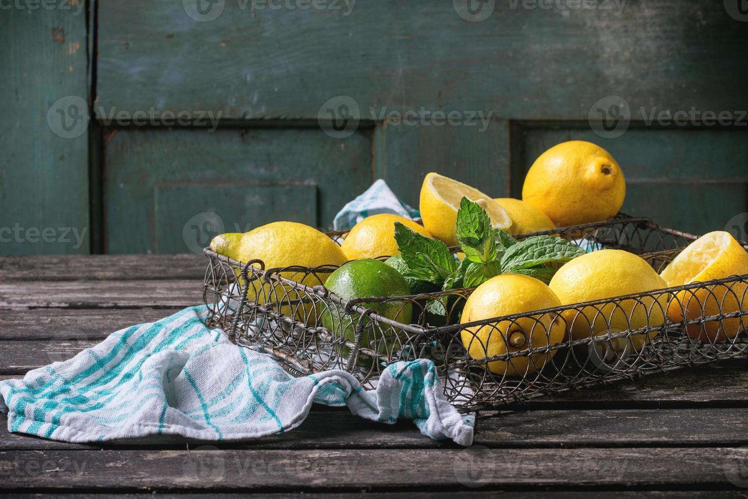 citroenen, limoenen en munt foto