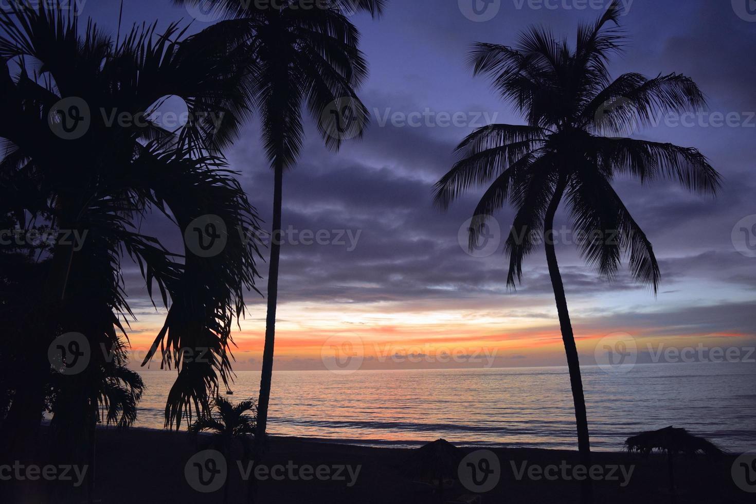 tropische zonsondergang foto