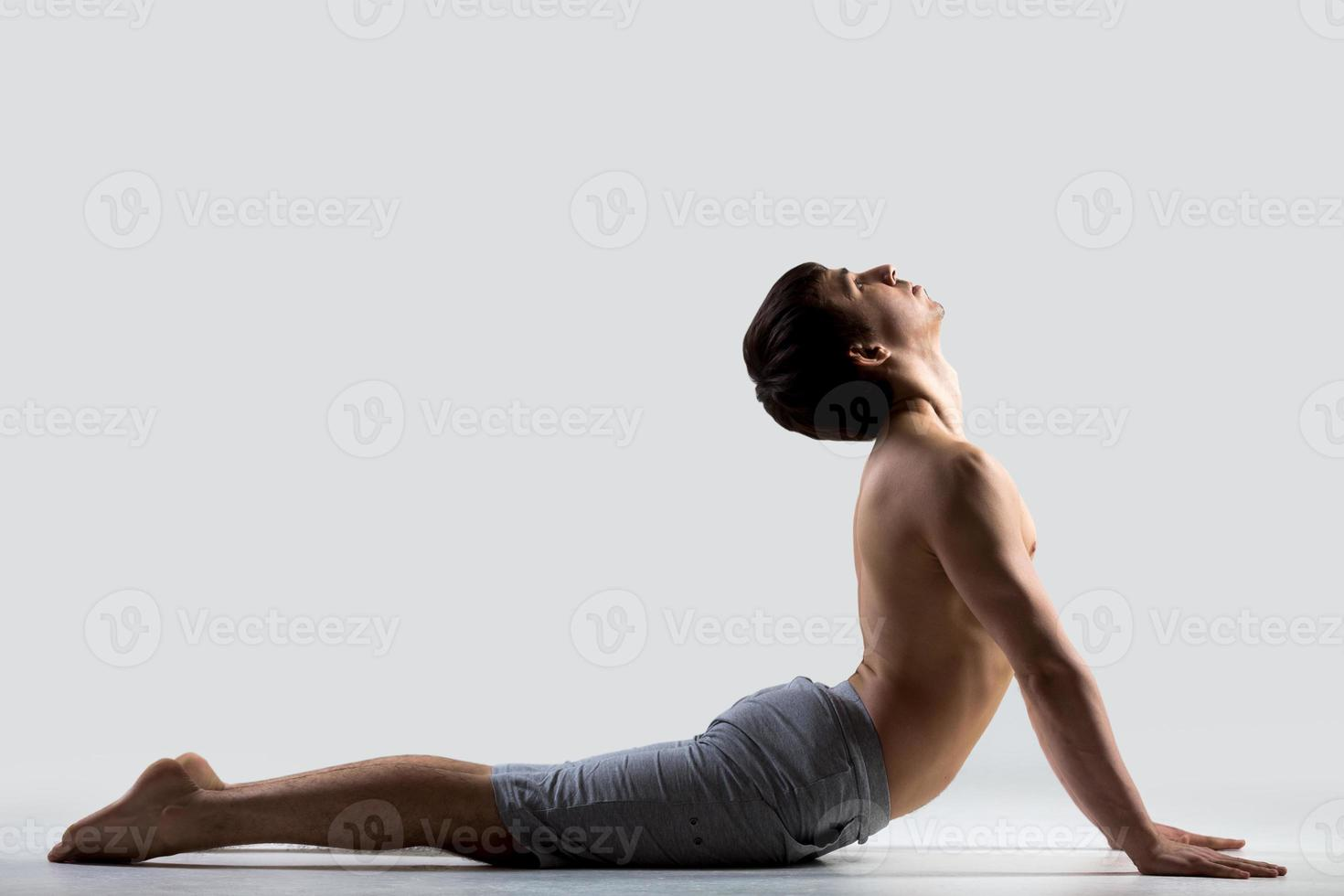 yoga pose bhudjangasana foto