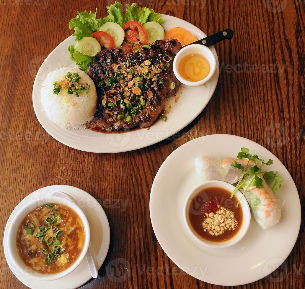 Vietnamees diner begint foto