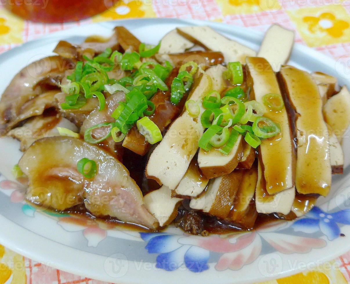 de gesneden gedroogde tofu close-up in Taiwan foto
