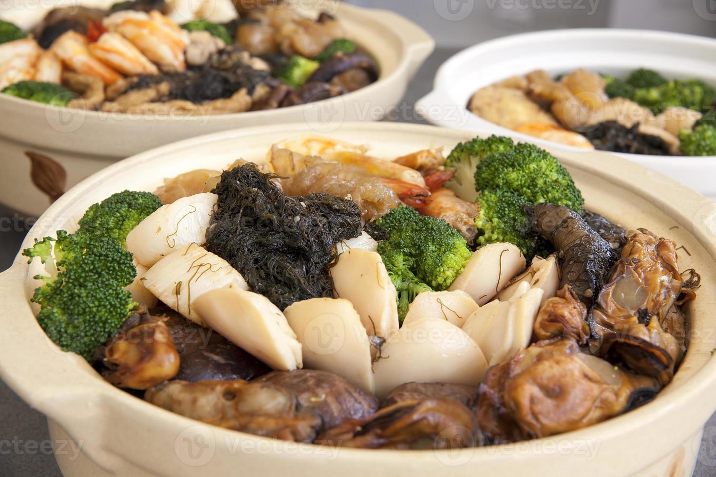poon choi kantonese grote feestkommen close-up foto