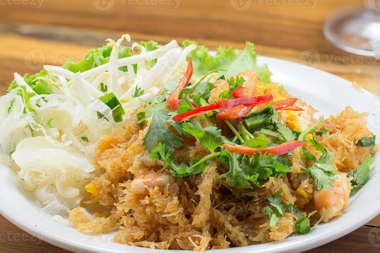 krokant gebakken bami en garnalen foto