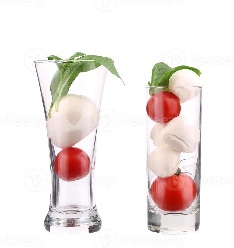 tomaten en mozzarella in glas. foto