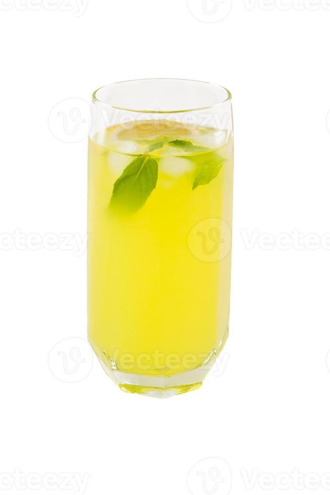 koude limonade in glazen beker foto