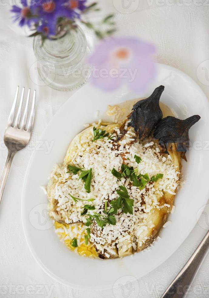 gegrilde aubergine met fetakaas foto