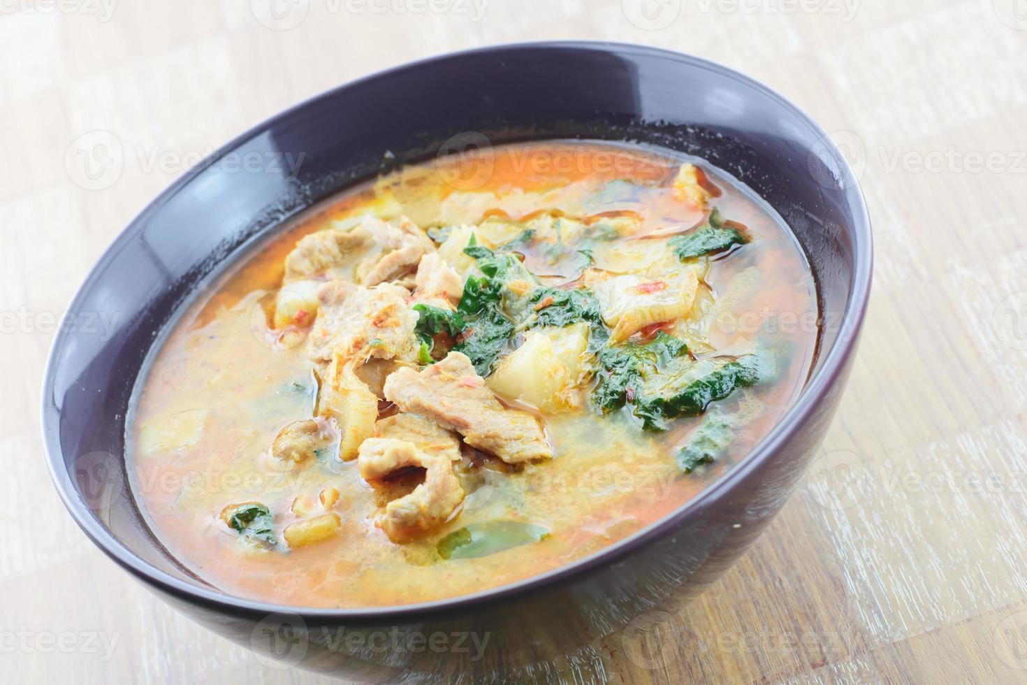 curry varkensvlees in kokosmelk foto